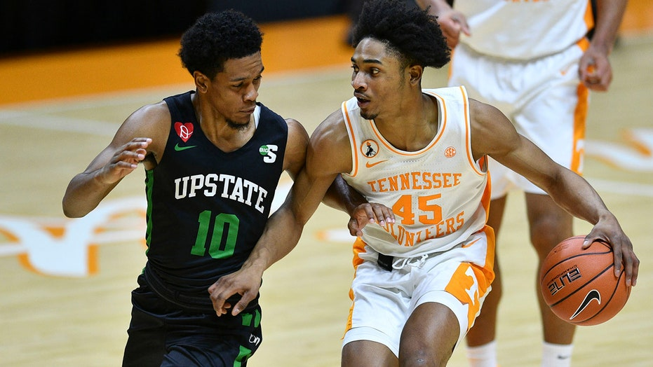 No. 8 Tennessee tops USC Upstate 80-60
