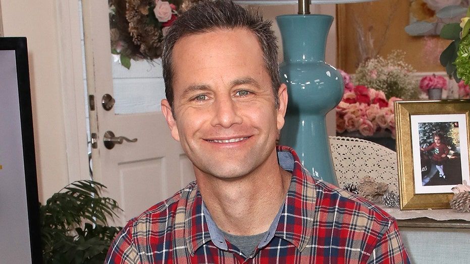 Kirk Cameron hosts another maskless Christmas caroling event to protest California's stay-at-home order