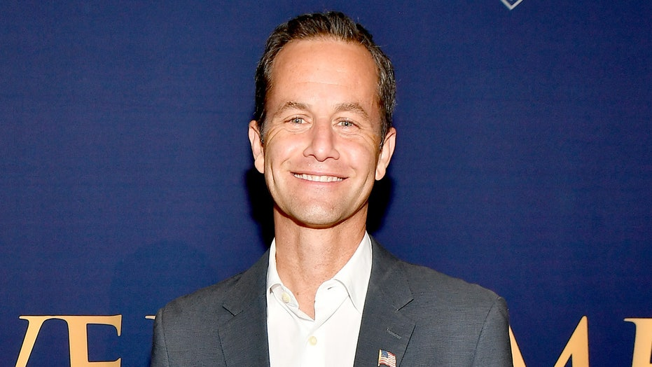Kirk Cameron criticized for hosting crowded caroling protest amid coronavirus pandemic: 'Unbelievable'