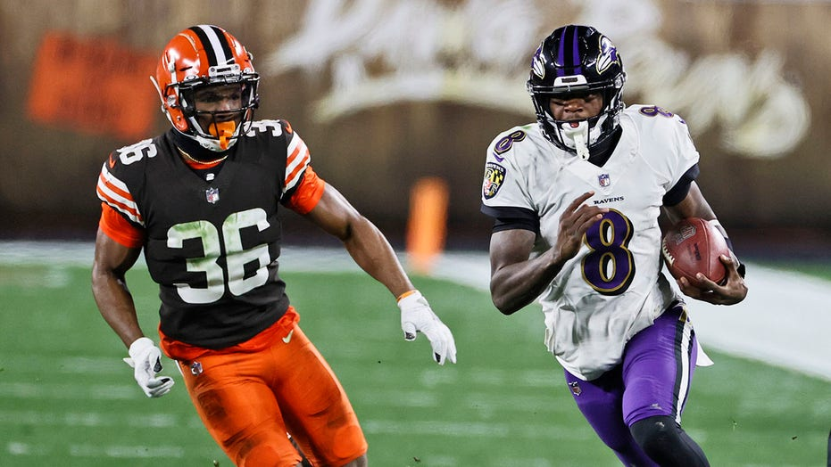 Lamar Jackson, Ravens upend Browns in wild Monday night matchup