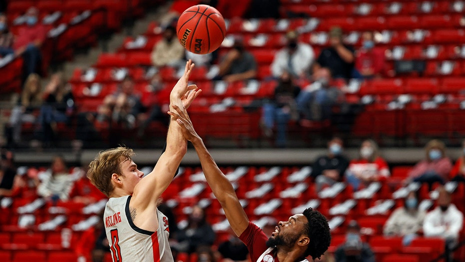 No. 17 Texas Tech rolls past Troy 80-46 in replacement game