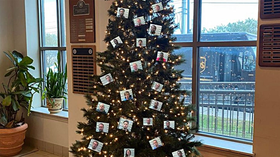 Alabama sheriff's office removes 'thugshots' Christmas tree post after 'death threats,' backlash