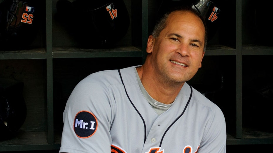 MLB investigating Omar Vizquel over domestic abuse allegations: report