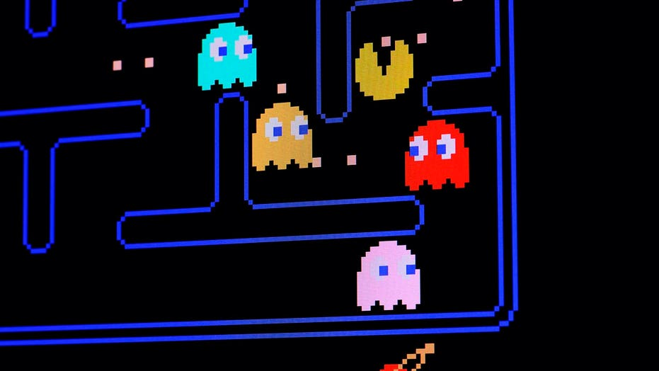 Pilot 'draws' Pac-Man, Ghost with flight route over coast of England