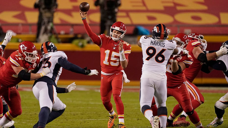Chiefs rally to beat Broncos 22-16 to clinch playoff berth