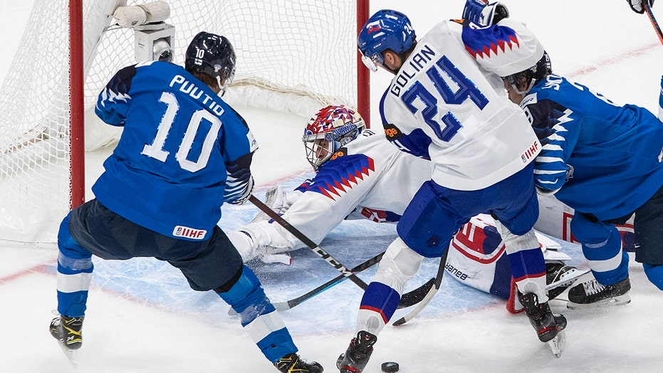 Finland beats Slovakia 6-0 to set up showdown with Canada