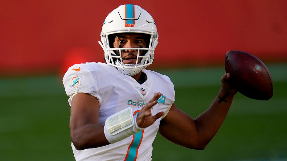Tua Tagovailoa to start for Dolphins after benching, thumb injury: report