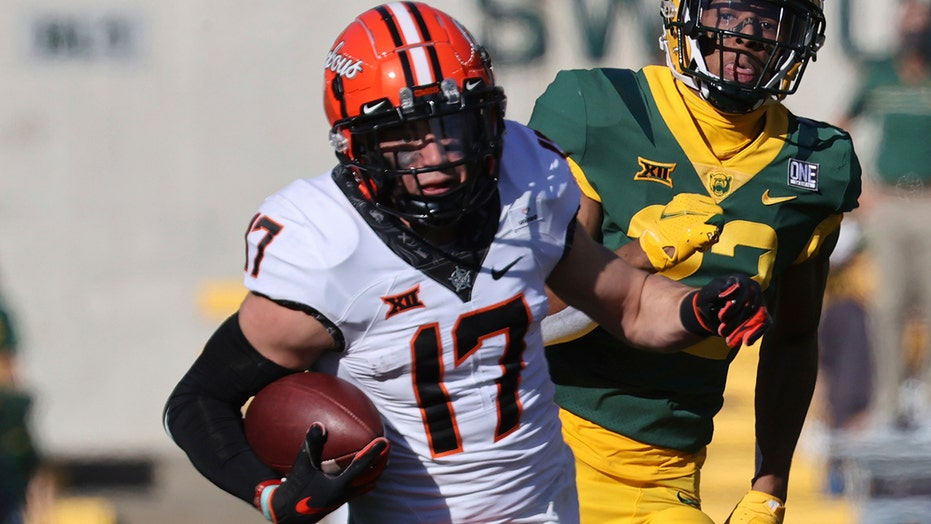 Stoner 3 TD catches for Oklahoma State in 42-3 win at Baylor