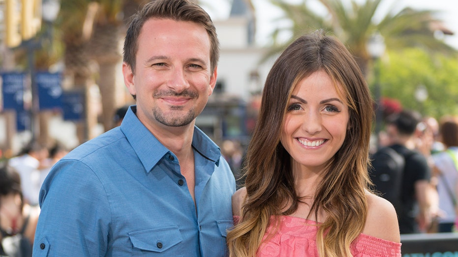 'Bachelor in Paradise' stars Carly Waddell and Evan Bass split after 3 结婚年限