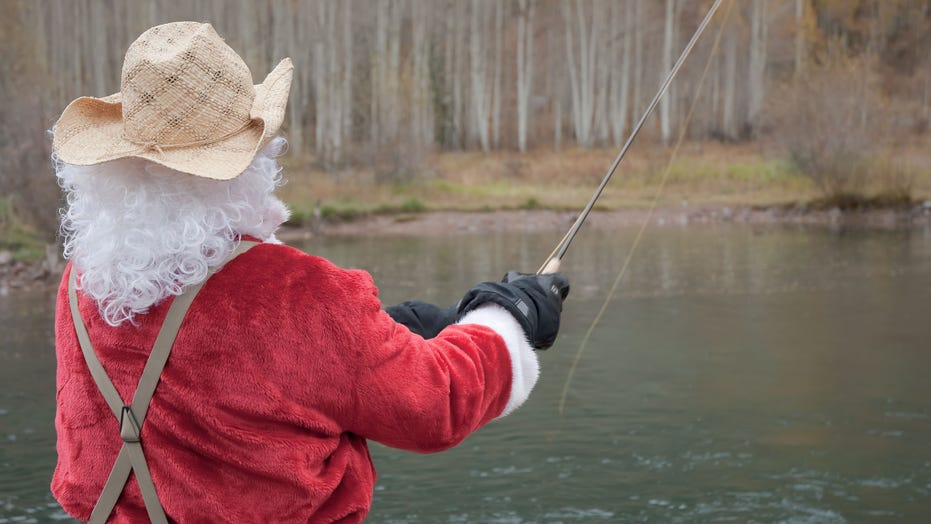 300 Santas go fishing on North Carolina lake, benefiting Toys for Tots and setting world record