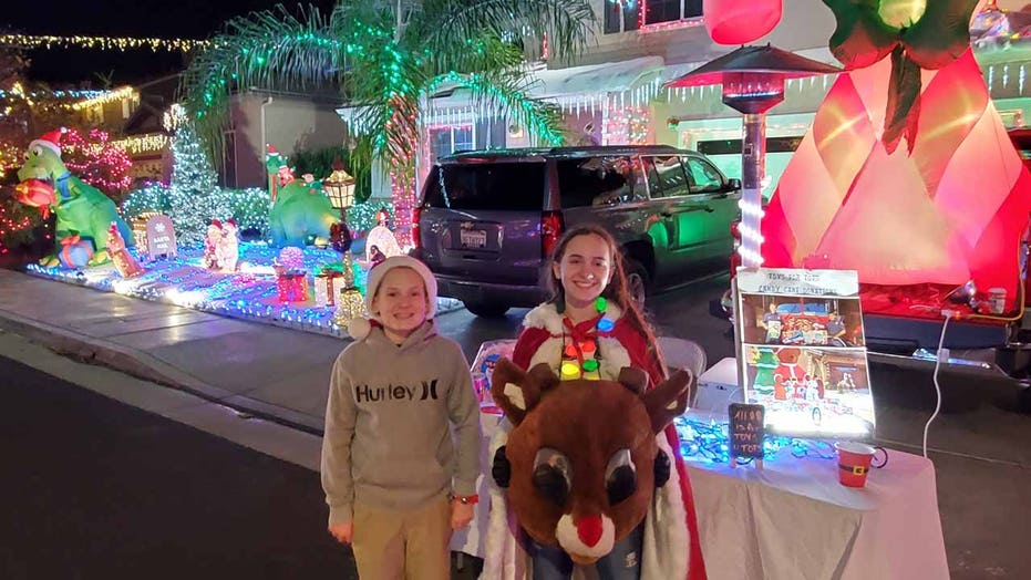 California twins pass out candy canes at neighborhood light display, collect donations for Toys for Tots