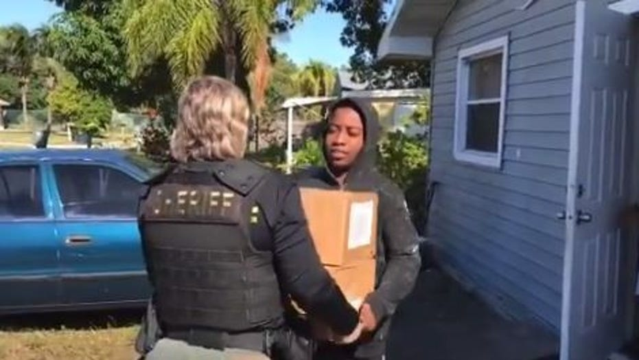 Florida sheriff deputies deliver meals to kids doing virtual school