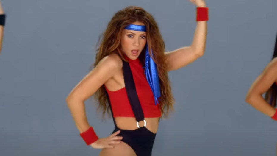 Shakira shows off her curves in '80s-inspired music video