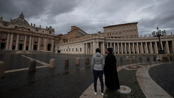 Pope Francis pushes through back pain to give New Year's blessing