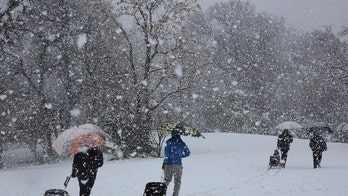 Texas sees rare heavy snowfall as winter storm sweeps through region