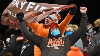 Browns recover fumble in end zone for TD on 1st playoff play in 18 years