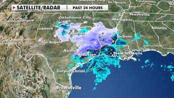 Winter storm moves into the Mississippi Valley after dumping snow in Texas
