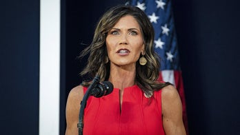 South Dakota Gov. Noem blasts Fauci, contrasts her COVID measures with Cuomo
