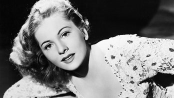 '40s star Joan Fontaine was a recluse 'by choice,' 'absolutely despised' her sister Olivia de Havilland: book