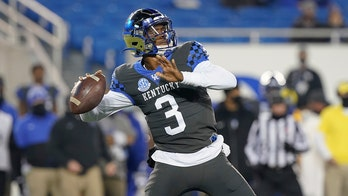 Kentucky runs for 281, beats NC State 23-21 in chippy Gator