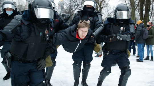 Russia arrests 2,100 protesters calling for Navalny's release