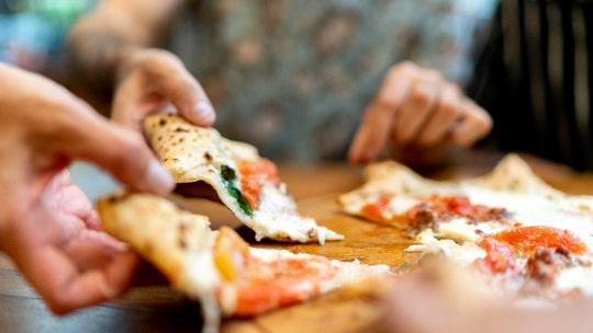 Missouri pizzeria customers leave $2,200 'COVID sucks tip'