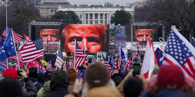 Supporters of President Trump participate in a rally in Washington on Jan. 6, 2021. (AP Photo / John Minchillo, lêer)