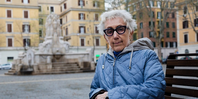 "LÊER - In hierdie Maart 26, 2019 lêerfoto, Lucetta Scaraffia, founder of the all-female editorial board Vatican's women's magazine, ""Women Church World"", poses for portraits after an interview with the Associated Press in Rome. (AP Photo/Domenico Stinellis, lêer)"