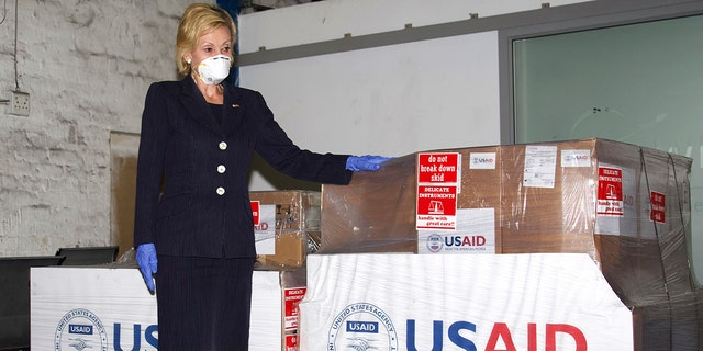 우리. Ambassador to South Africa Lana Marks posing with ventilators donated by the U.S. Government at OR Tambo Airport Johannesburg on May 11, 2020. Marks, 월요일에, 1 월. 11, 2021, said she spent 10 days in a South African hospital's intensive care unit with COVID-19 and is now recuperating at her residence. (Leon Kgoedi/United States Embassy South Africa via AP)