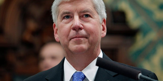 In questo Jan. 23, 2018, file di foto, former Michigan Gov. Rick Snyder delivers his State of the State address at the state Capitol in Lansing, Me. Snyder, Nick Lyon, former director of the Michigan Department of Health and Human Services, and other ex-officials have been told they're being charged after a new investigation of the Flint water scandal, which devastated the majority Black city with lead-contaminated water and was blamed for a deadly outbreak of Legionnaires' disease in 2014-15, The Associated Press has learned. (AP Photo/Al Goldis, File)