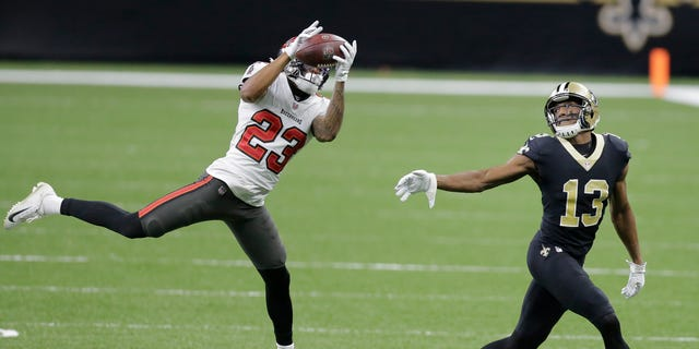 Tampa Bay Buccaneers cornerback Sean Murphy-Bunting (23) intercepts a pass intended for New Orleans Saints wide receiver Michael Thomas (13) during the first half of an NFL divisional round playoff football game, Domenica, Jan. 17, 2021, in New Orleans. (AP Photo/Brett Duke)