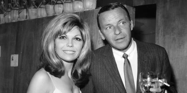 Nancy Sinatra (left) is the daughter of pop legend Frank Sinatra (right). (Photo by Earl Leaf/Michael Ochs Archives/Getty Images)