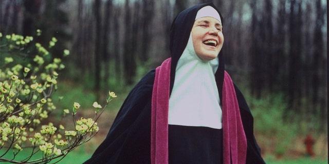रेजिना लाउडिस के अभय में मदर डोलोरेस हार्ट को शांति मिली।