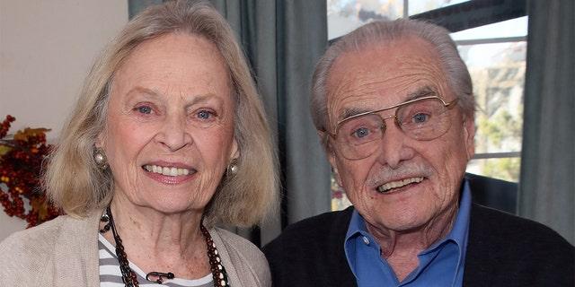 बोनी बार्लेट और विलियम डेनियल दो दत्तक पुत्रों के अभिभावक हैं।