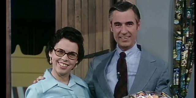 Joanne Rogers (sinistra), wife to TV icon Fred Rogers (destra), has died of 'heart issues' at the age of 92.