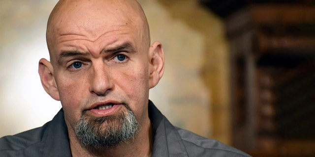 FILE - In this Jan. 24, 2019, ファイル写真, Pennsylvania Lt. 政府. John Fetterman speaks at a news conference in the governor's Capitol reception room in Harrisburg, Pa. Fetterman running for the state's open U.S. Senate seat in 2022.  (AP Photo/ファイル Levy, File)