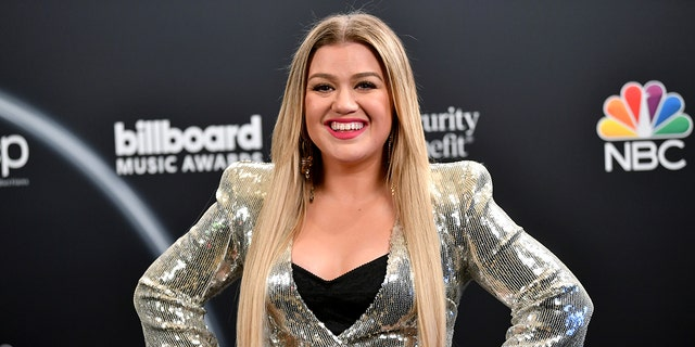 Kelly Clarkson recalls 'American Idol' days: 'People were really mean to us'