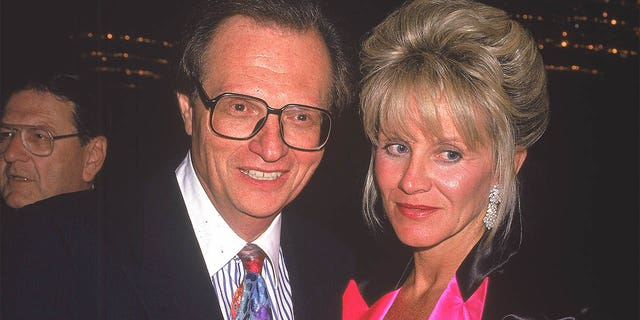 Circa 1990, American talk show host Larry King with his sixth wife, Julie Alexander. They divorced in 1992.