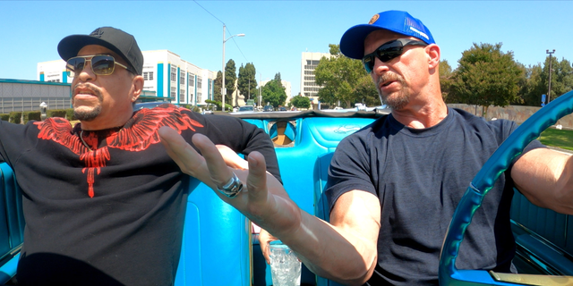 Ice T (大号) and Steve Austin ([R) filming 'Straight Up with Steve Austin.'