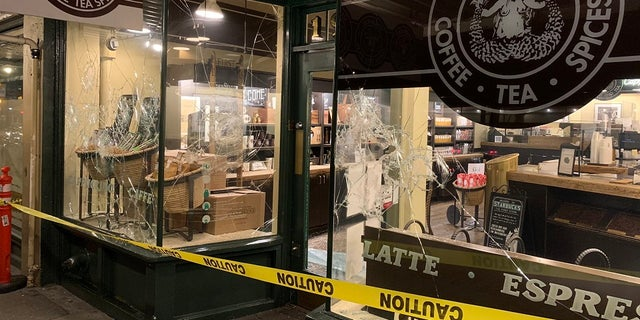 Portland Rioters Attack ICE Building, Local Dem Headquarters after Biden Inauguration