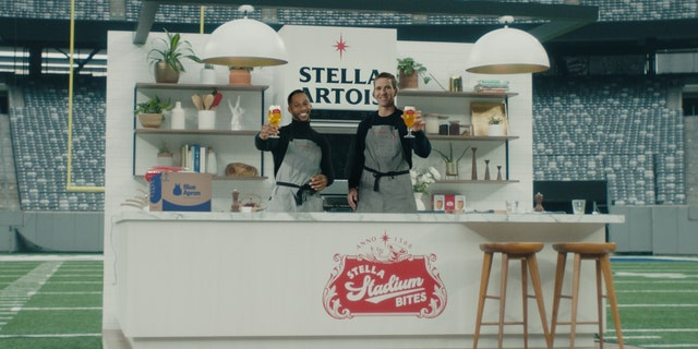 """Super Bowl champs Cruz and Manning will reunite on the field of MetLife Stadium, where they once played as teammates for the""""Bring It Home"""" Stella Sessions, airing on Jan. 18."""