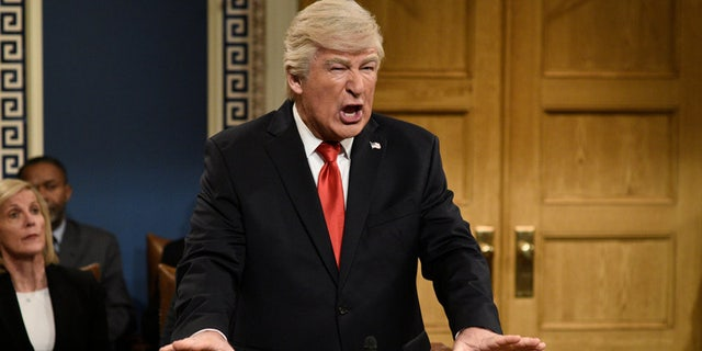 Op die foto: Alec Baldwin as Donald Trump during the 'Impeachment Fantasy' cold open on Saturday, Februarie 1, 2020.