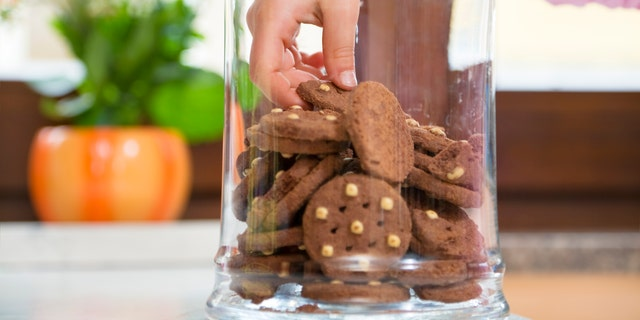 To keep your cookies fresh, you need to keep air out.