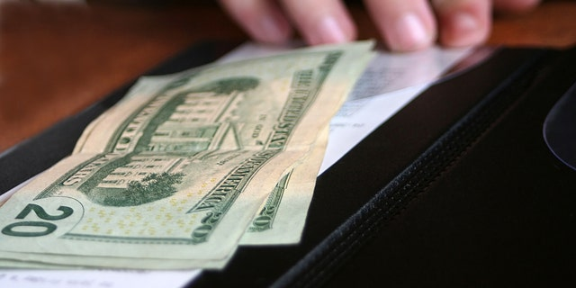 A St. Louis server is paying it forward after being gifted a $2,021 tip. (iStock).