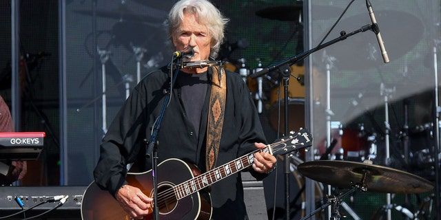 Kris Kristofferson performs during Barclaycard Presents British Summer Time Hyde Park at Hyde Park on July 07, 2019 런던에서, 영국. The 84-year-old officially retired in 2020, his team announced in a release this week.