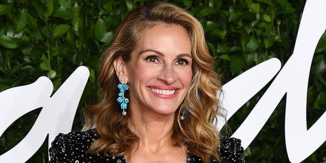 Julia Roberts appeared on 'Friends' after castmember Matthew Perry persuaded her via fax.