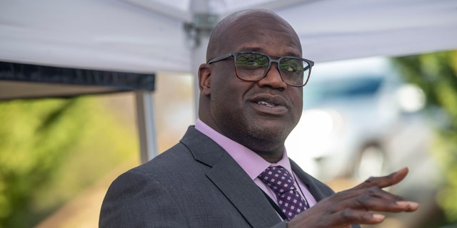 Basketball Hall of Famer Shaquille O'Neal speaks at a press conference in McDonough, Ga., 金曜日, 1月. 22, 2021, after being named Henry County Sheriff's Office Director of Community Relations by Henry County Sheriff Reginald Scandrett.  (Alyssa Pointer/Atlanta Journal-Constitution via AP)