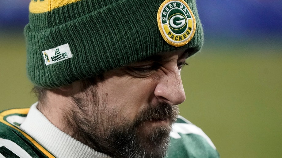 Packers' Aaron Rodgers clarifies postgame remarks about his future