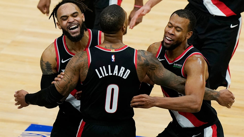 Damian Lillard nails buzzer-beating 3-pointer to give Trail Blazers victory in final seconds