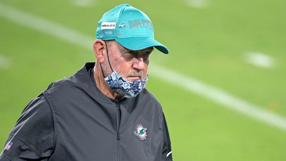 Chan Gailey resigns as Dolphins' offensive coordinator